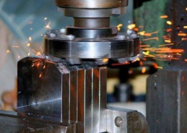 Что делает фрезерный станок по металлу